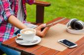 Women hands with tablet pc and coffee — Stockfoto