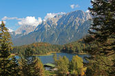 View from hiking trail to lake lautersee and karwendel — Foto de Stock