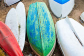 Old small boats on sandy beach close up. Weathered and dirty dinghies scattered across the sand — Stock Photo