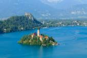 Lake Bled and the island with the church summer — Stock Photo
