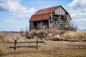 Eski terk edilmiş ahır — Stok fotoğraf