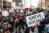 "Someone Holding a Sigh Saying ""Greve Sociale"" (French) with Blu — Stock Photo"