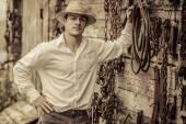壁のフルのツール前に農夫の肖像画 — ストック写真