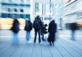 Travelers waiting at the bus stop for the bus — Stock Photo