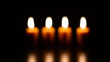 Las velas encendidas — Vídeo de Stock