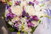 Wedding bouquet of beautiful roses — Stock Photo