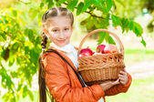 Little girl with apples in  park — 图库照片