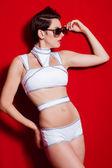 Piękny model dziewczynę w strój kąpielowy z okulary — Zdjęcie stockowe