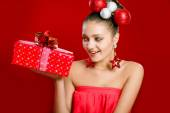 Beautiful girl with a gift box and  decorations — Stockfoto