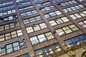 Fassade of warehouse with offices in New York — 图库照片