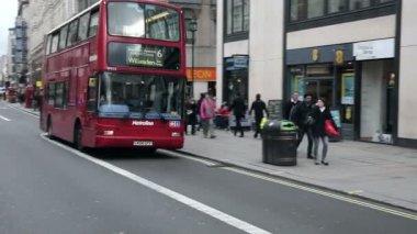Red city buses — Vídeo de stock
