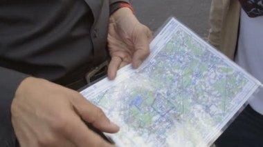 Man holding map — Stock Video
