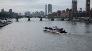 The River Thames in London — Stock Video