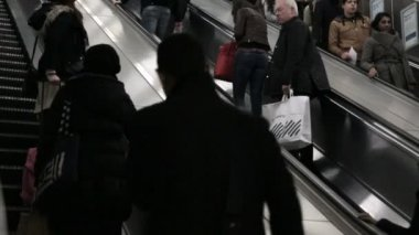 Commuters on escalate — Stock Video