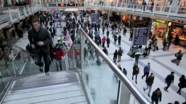 Waterloo station with crowd of people — Stock Video