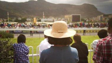 Spectators at the mauritian turf club — Stock Video