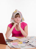 The girl wore a newspaper as headscarf — Stock Photo