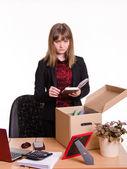 Dismissed girl puts personal belongings in office — Stock Photo