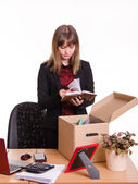 Dismissed girl in office goes through personal belongings — Stock Photo