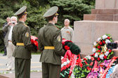Cadets young guard lay a wreath in memory of the fallen war — Stock Photo