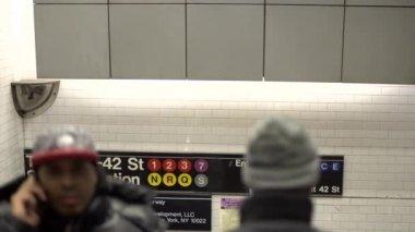 Вход в метро в Нью-Йорке — Стоковое видео
