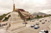 Buddhist stupa and Potala palace — Stock Photo