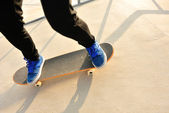 Woman legs skateboarding — Stock Photo