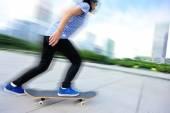 Skateboarding woman — ストック写真