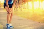 Woman injured leg — Stock Photo