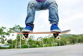 Skateboarder skateboarding — Stock Photo