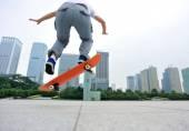 Woman skateboarder — Stock Photo