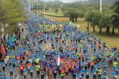 Unidentified marathon runners on the street at Shenzhen International Marathon — Stock Photo