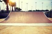 Современные скейтпарк рампы — Стоковое фото