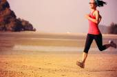 Woman jogging at sunrise — Stock Photo
