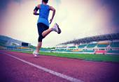 Fitness woman on stadion track — 图库照片