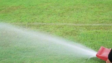 Estádio de relvado de irrigação — Vídeo stock