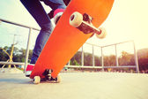 Skateboarder legs on skate — Stock Photo