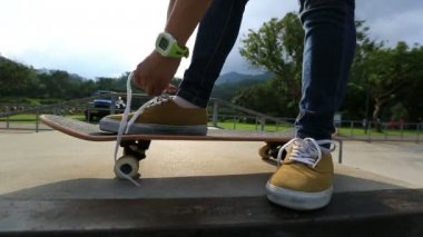 Merletto legando skateboarder — Video Stock