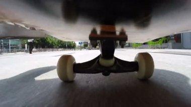 Riding skateboard on street — Stock Video