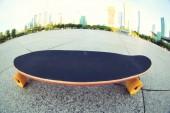 Skateboard sulla strada di città — Foto Stock