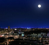 View over the rooftops towards Glasgow Royal Infirmary at night — Stock Photo