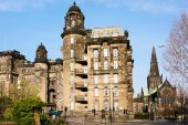 Royal Infirmary and St Mungo's Cathedral in Glasgow, Scotland — Stock Photo
