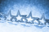 Christmas ornament in snow on glitter background — 图库照片