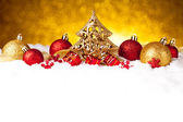 Golden christmas fir tree decoration with gold and red ornaments — Stockfoto