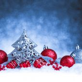 Christmas ornament in snow on glitter background — Foto Stock
