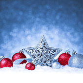 Christmas ornament in snow on glitter background — Stock fotografie