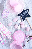 Sugar coated candies, cupcake baking cups, macaroons, pink straws — Stockfoto