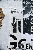 Zufällige Collage Textur Banner an erodierten Wand — Stockfoto