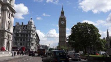London traffic near Big Ben — Stock Video