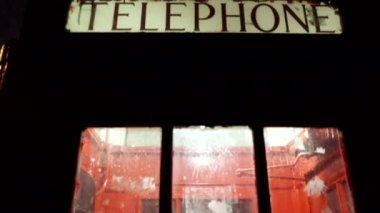 Old London payphone — Vídeo de stock